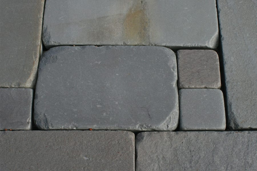 tumbled-bluestone-pattern-patio-walkway-stone-closeup