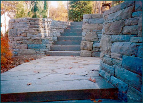 Mixed Karne® and snapped bluestone wall stone