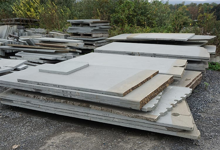Raw stone slabs at Wicki stoneq